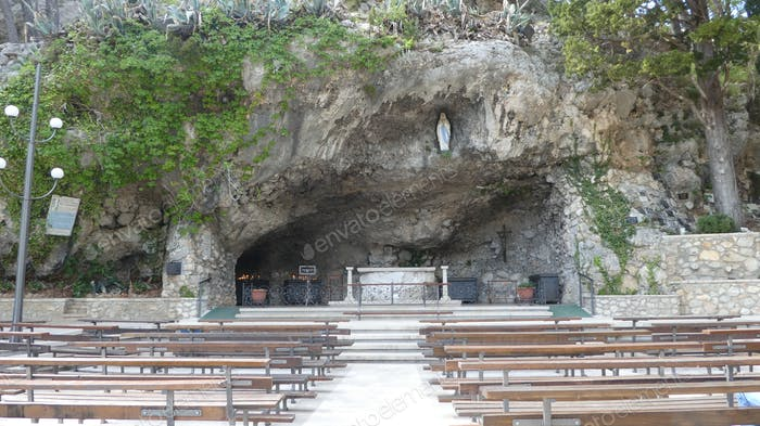 Outdoor place of worship