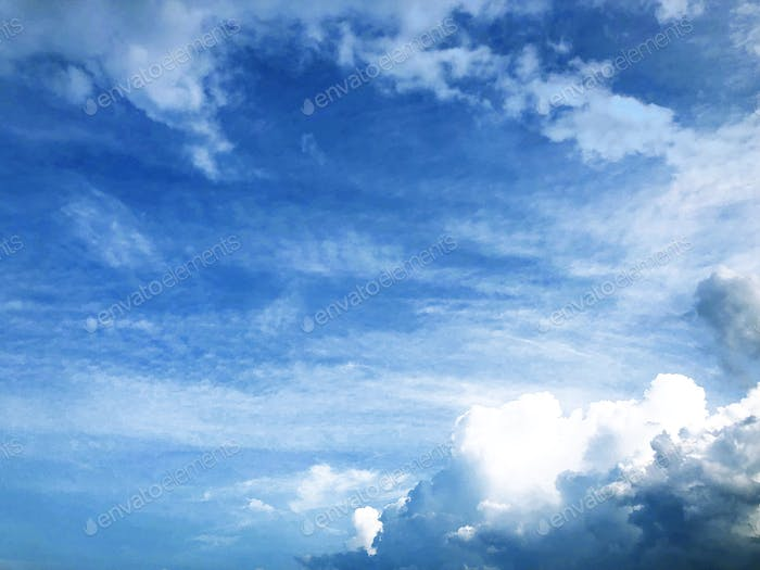 Fondo de cielo azul