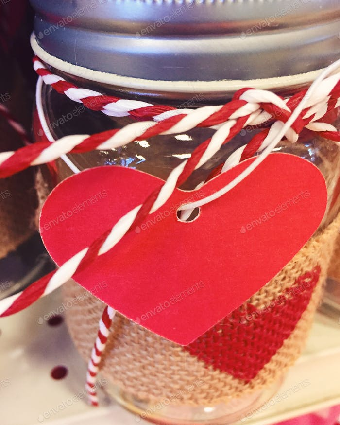 Einmachglas mit Herzen