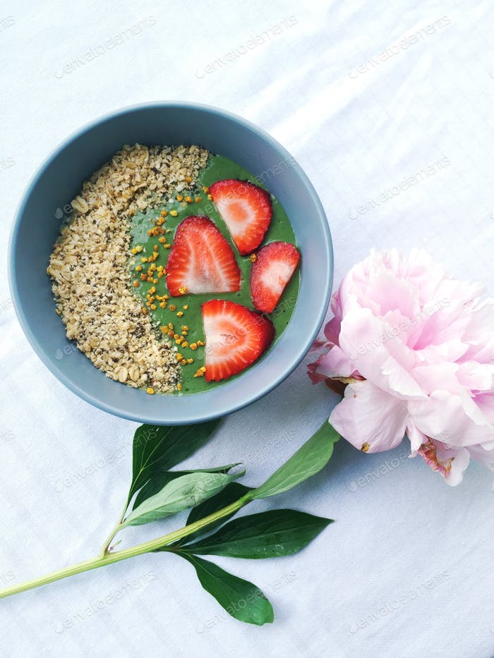 Smoothie bowl with granola and bee pollen.
