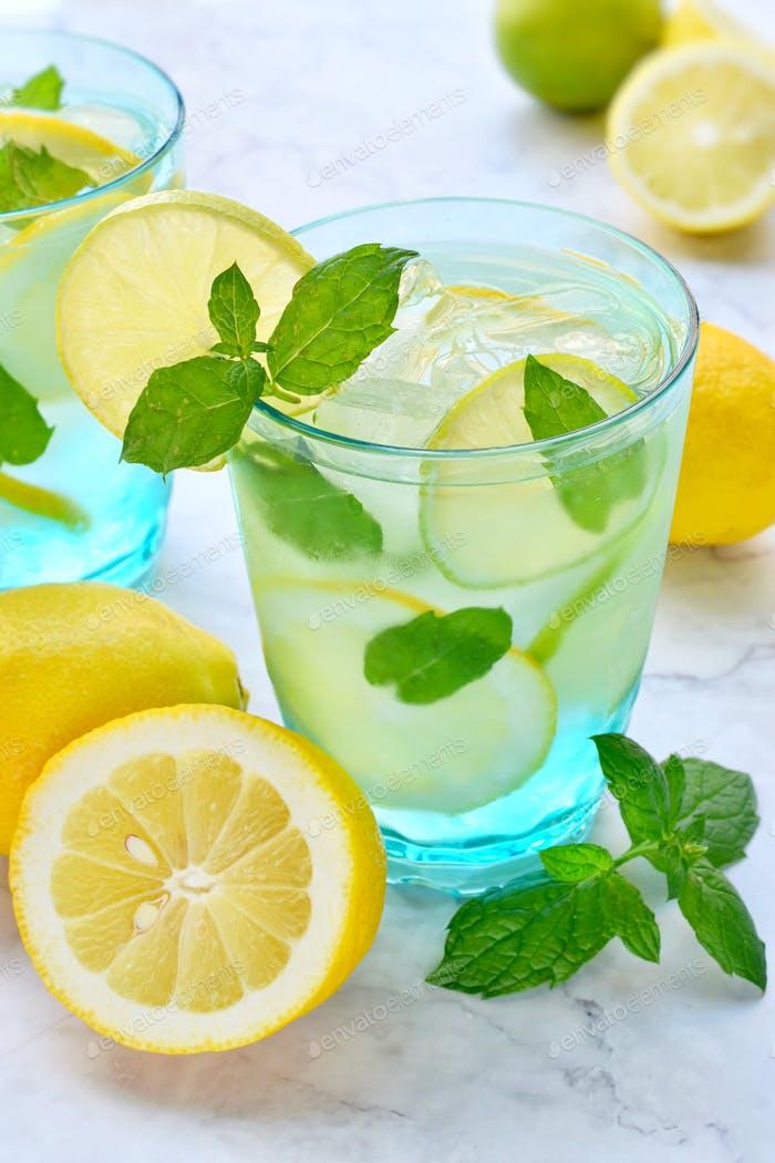 Limonade auf der Theke