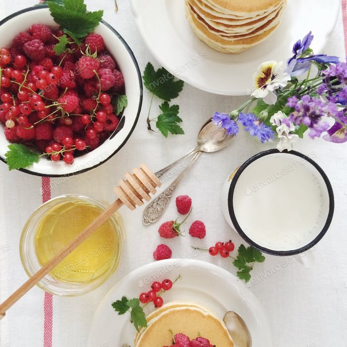 Breakfast pancakes and berries