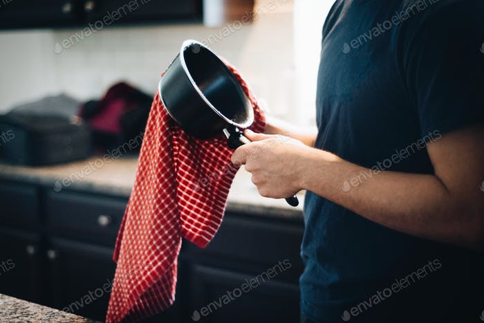 Drying dishes