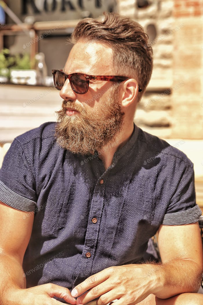 .. My daugthers loves my beard ..