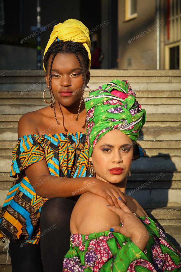 Two traditional afro American woman
