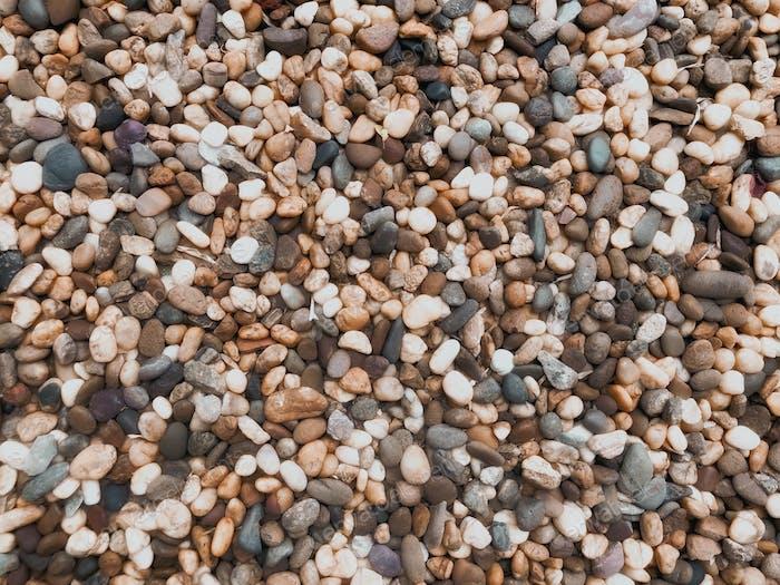 Kiesel und Steine