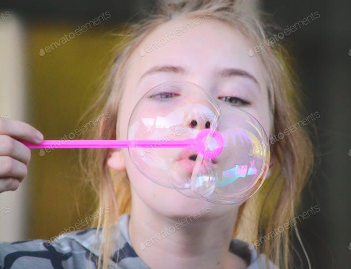 Blasen von Seifenblasen