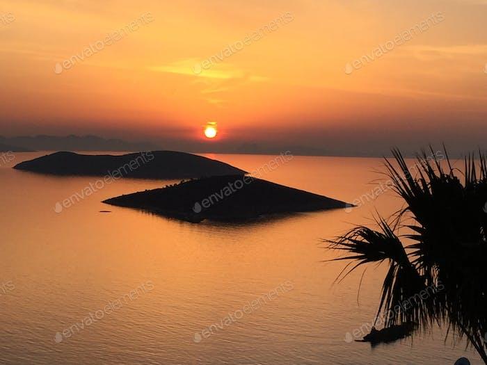 Aegean sunset (Golden hour)
