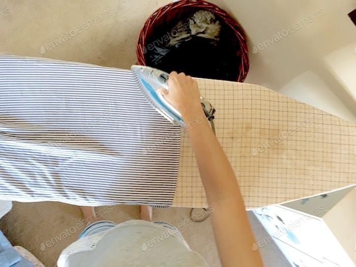 Bügeln - Hausarbeiten