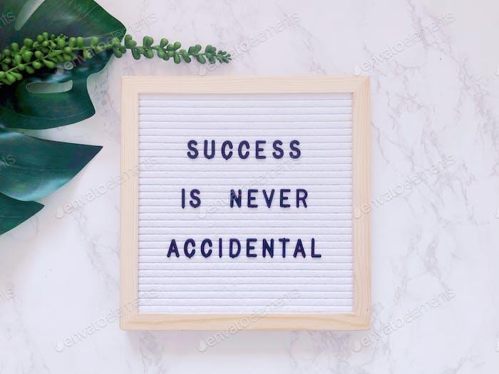 El éxito nunca es accidental. Cita. Éxito. Éxito. Exitoso. Concepto de éxito.