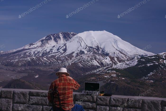 Пожилой джентльмен, наслаждающийся видом на гору Святой Елены.