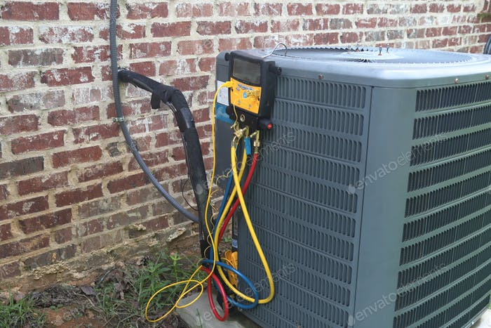 Gauges on Air conditioner system