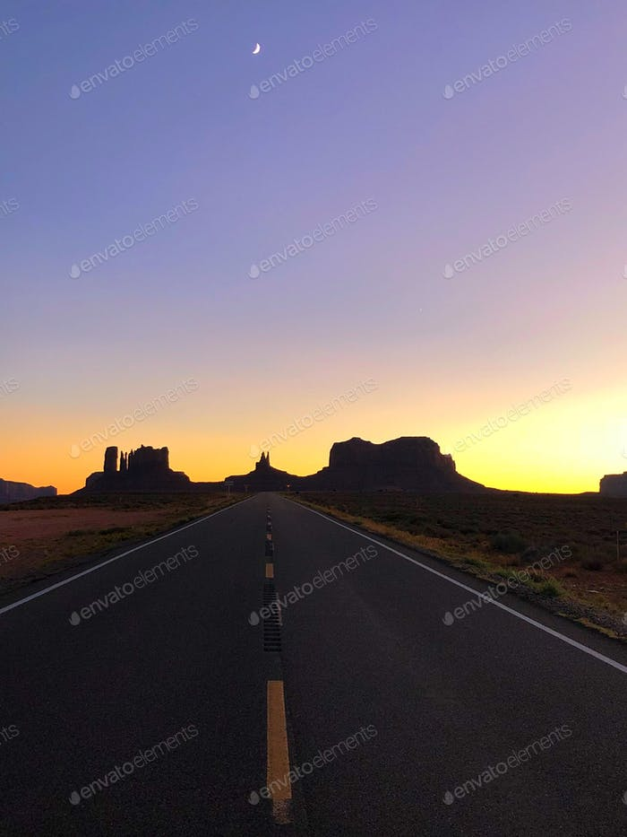 Denkmäler bei Sonnenuntergang