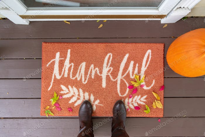 Welcome mat with the word Thankful