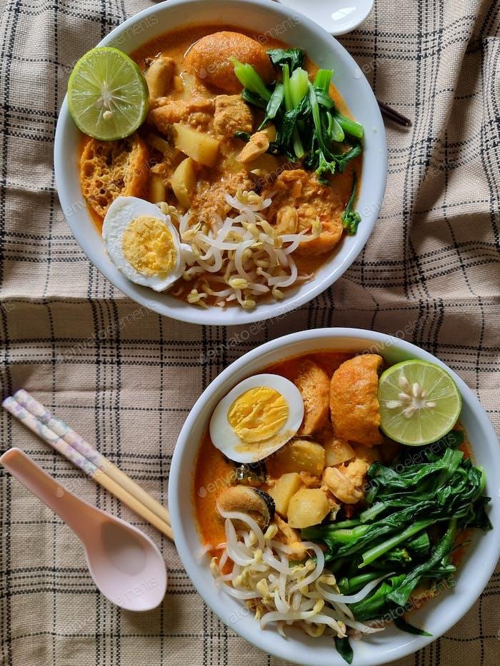 Curry noodles or mee kari