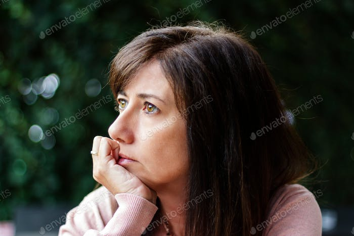 Woman thinking with the hand in the face
