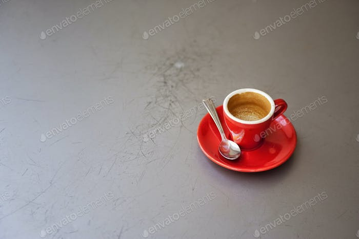 # mínimo #minimalism #minimalist #coffee #Espresso #red #contrast #throwback #canon #1D #1Ds