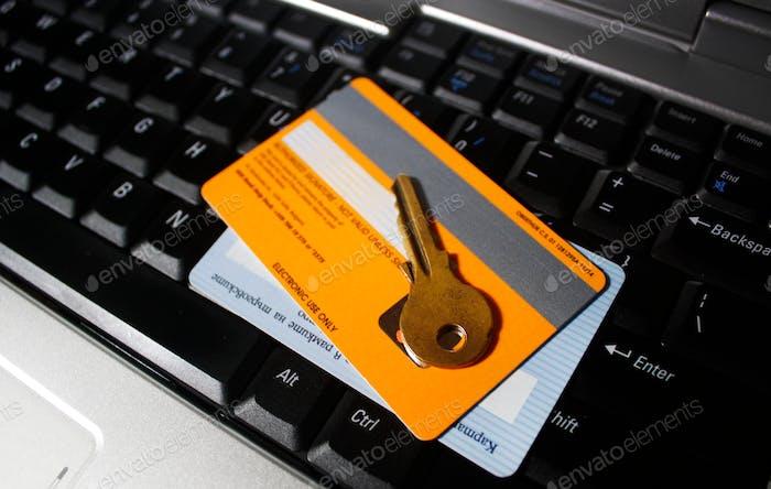 Seguridad en Internet, tarjetas bancarias y una tecla en el teclado
