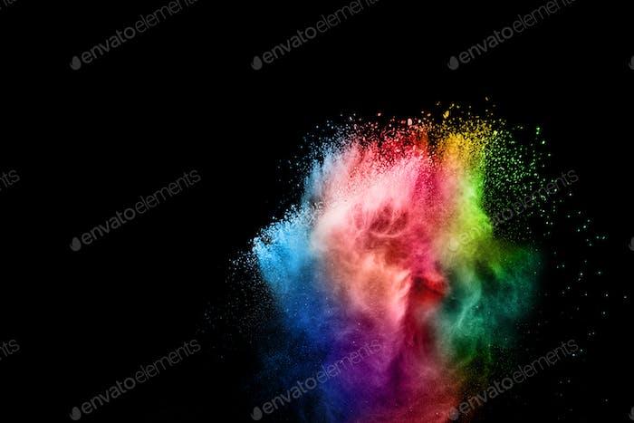 Explosión de polvo colorido en Happy Holi Festival. Salpicaduras de partículas de polvo multicolor.