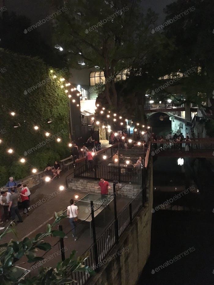 Bars und Nachtleben auf dem Dach in Austin Texas