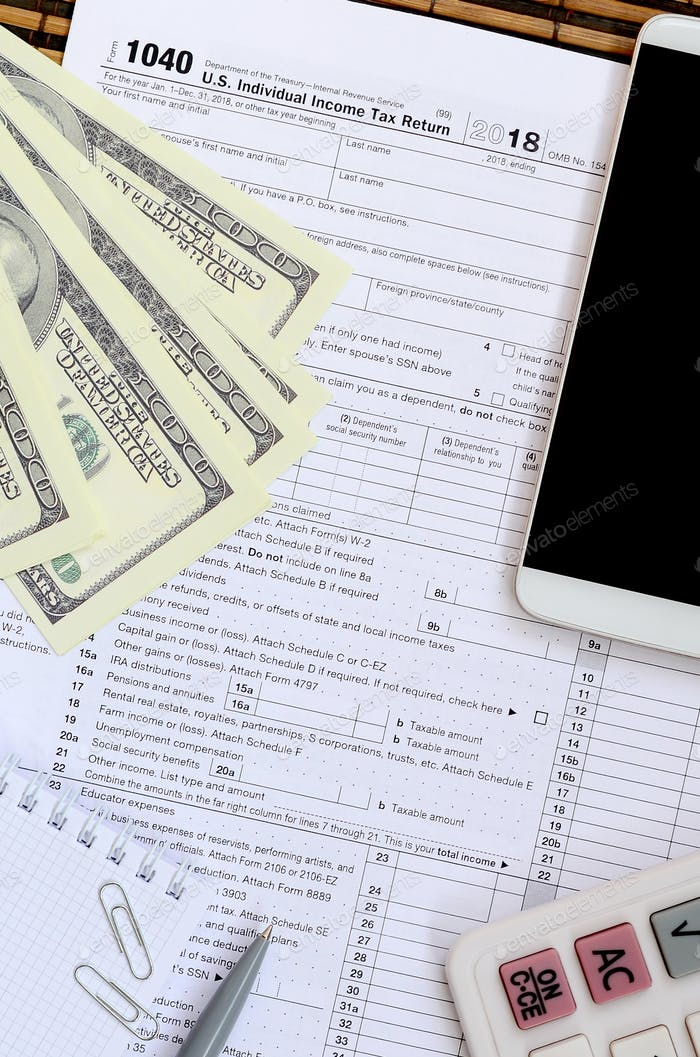 Composition of items lying on the 1040 tax form