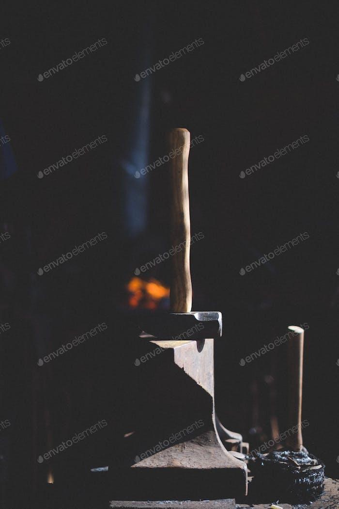 Hammer & anvil.