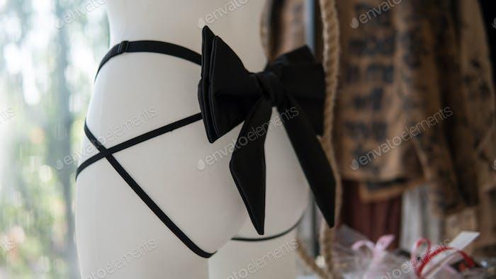Mannequin briefs bow