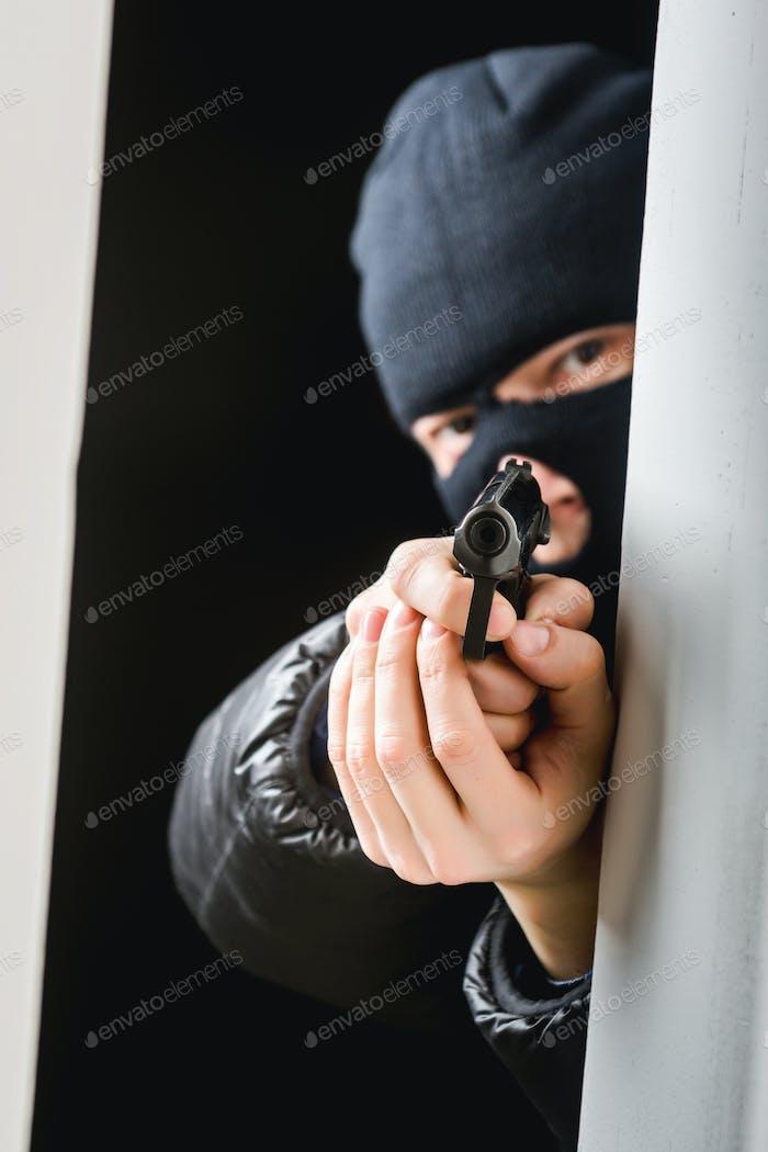 Killer with the gun