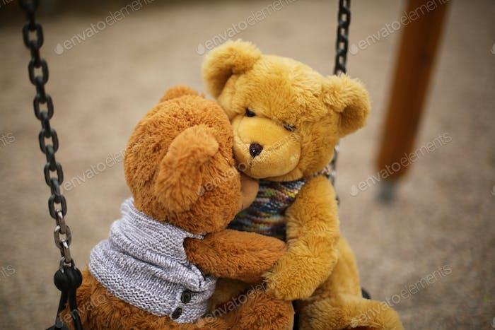 abrazando