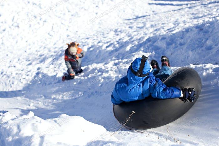 Kinderschlauch im Schnee.