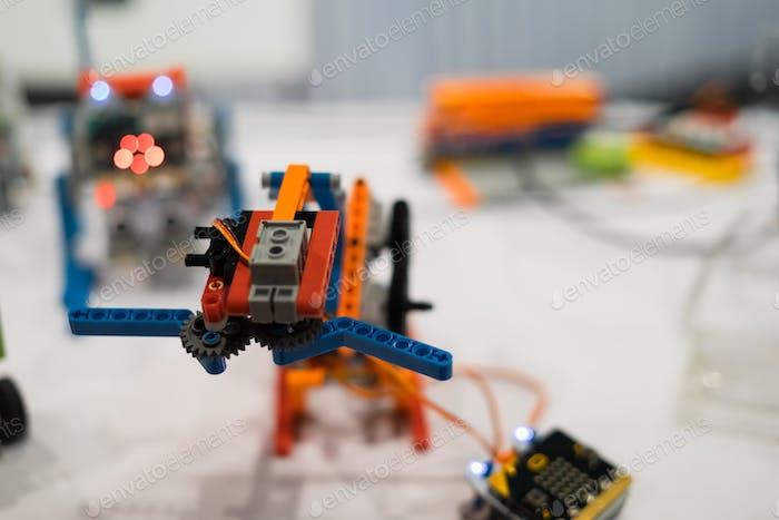 Robotik-Spielzeug-Erfindung auf dem