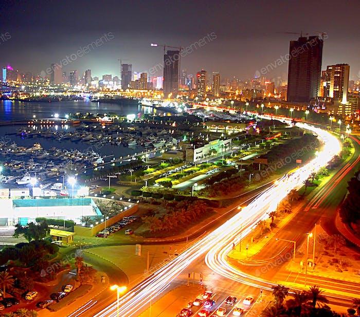 Kuwait-Stadt bei Nacht•Kuwait-Stadt