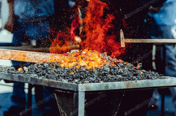 Das Feuer ist Metall