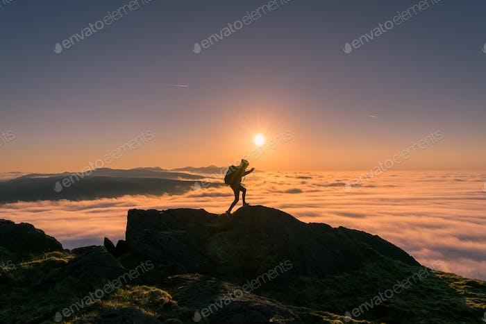 Über der Wolke