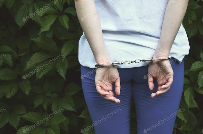 Fragment eines jungen kriminellen Mädchens
