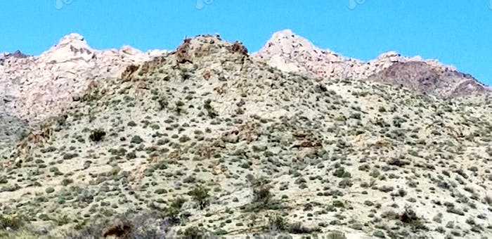 Gebirge! Berge gegen Berge, in einer dreidimensionalen geografischen Dicke und Tiefe.