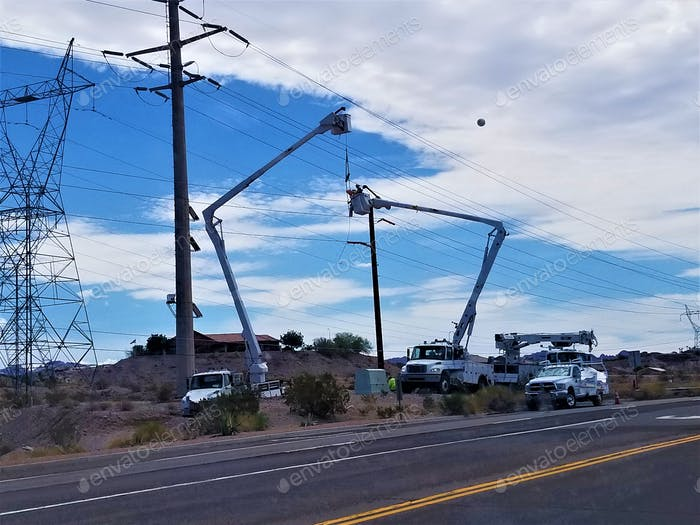 Utility Workers! Bucket Lifts!