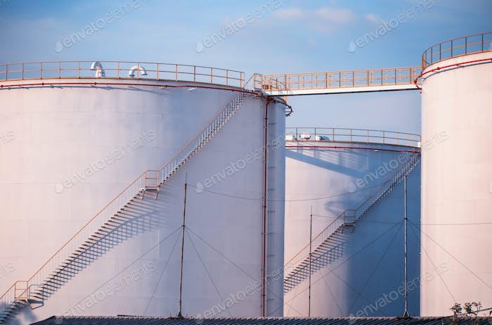 Fuel storage tanks container
