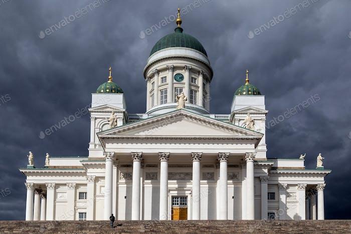 Catedral de Helsinki en la Plaza del Senado de Helsinki, Finlandia