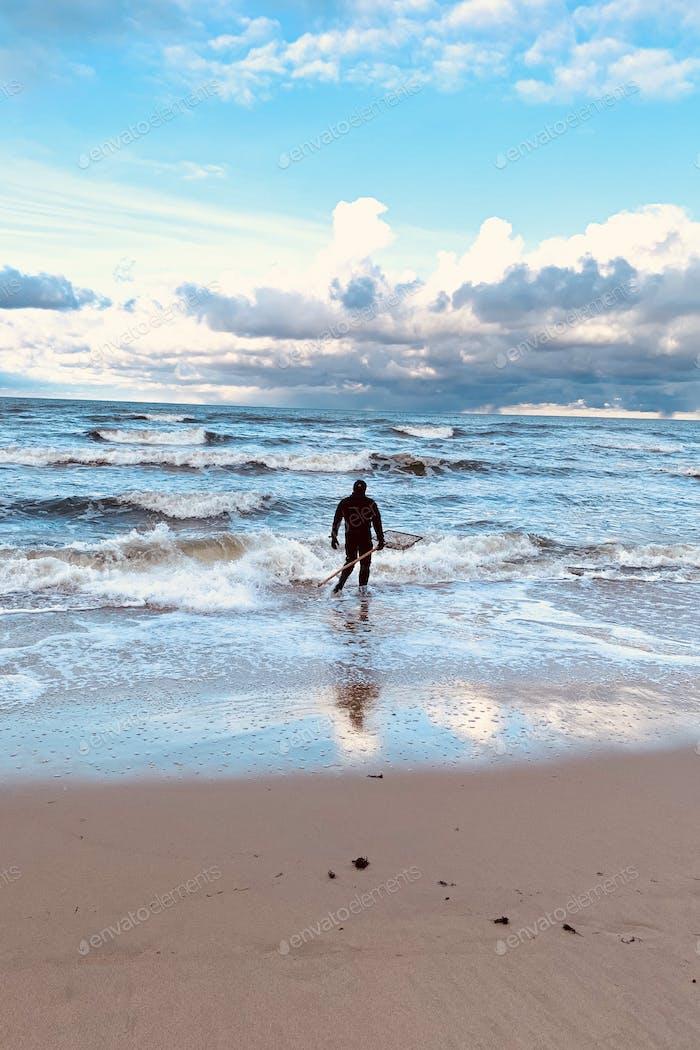 An amber Catcher Baltic Sea Storm Vertical