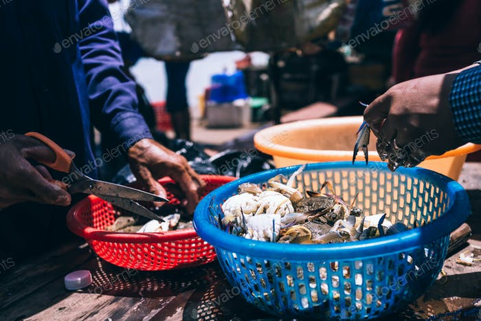Cutting Crabs