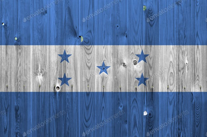 Bandera de Honduras representada en colores brillantes en la vieja pared de madera de cerca