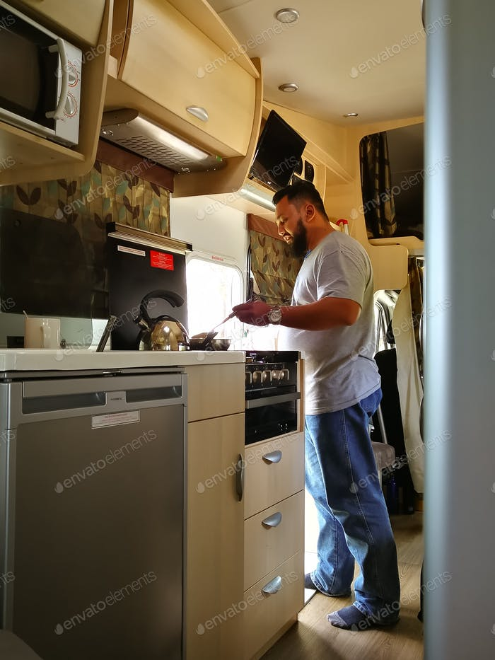 cooking in a motor home during travel to western australia