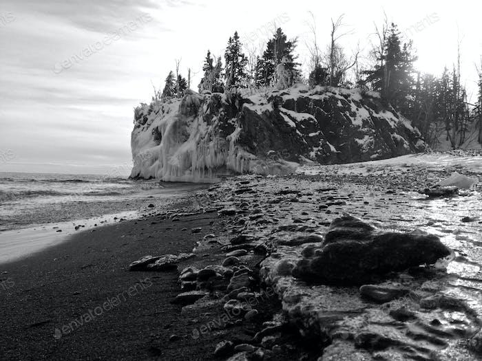 Eisige Klippen entlang des Lake Superior