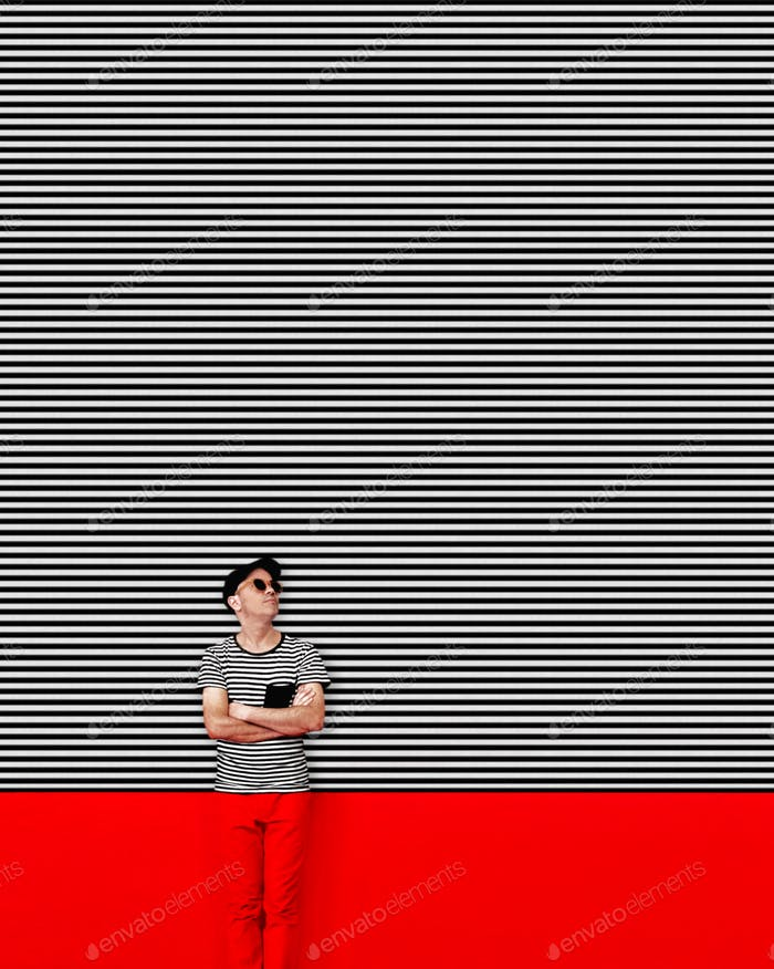 Man camouflaged in a wall with lines