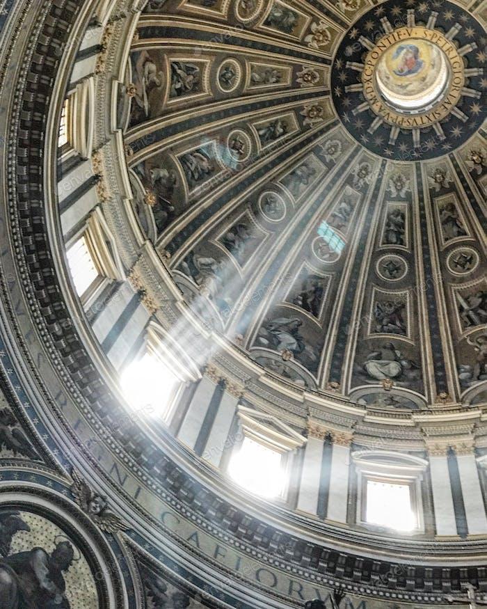 Die Kuppel der St. Peters Basilika.