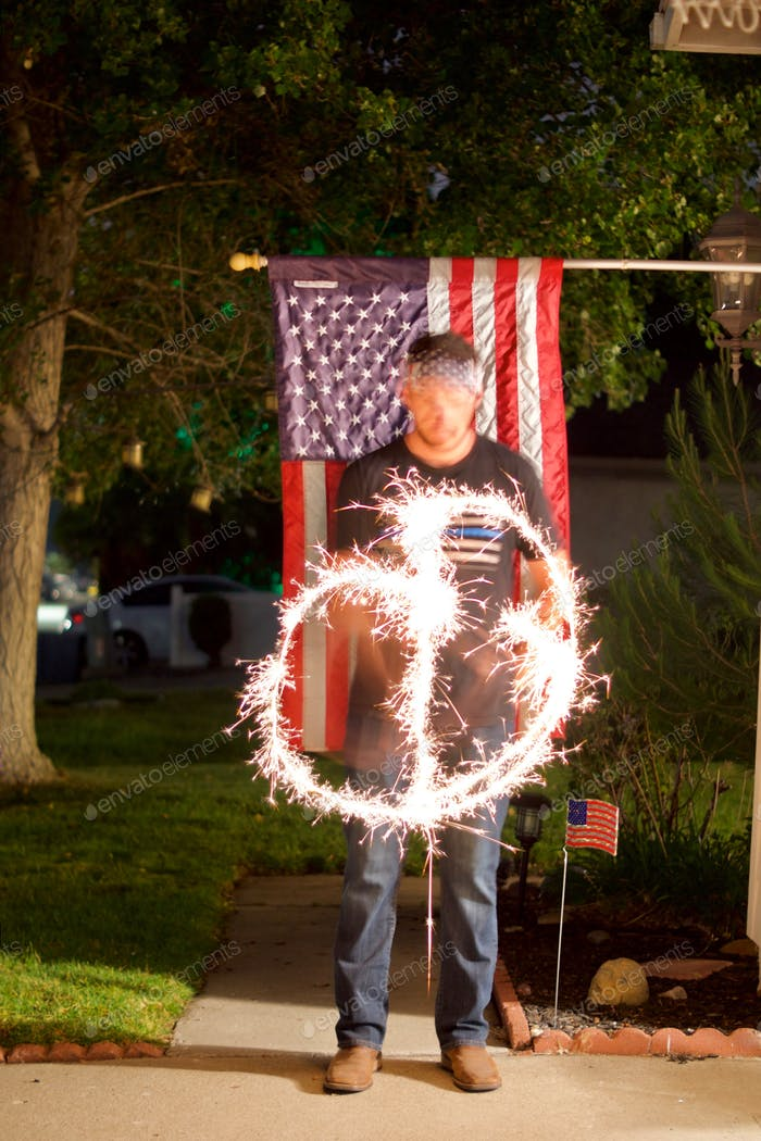 Having fun with sparklers and long exposure on Independence Day