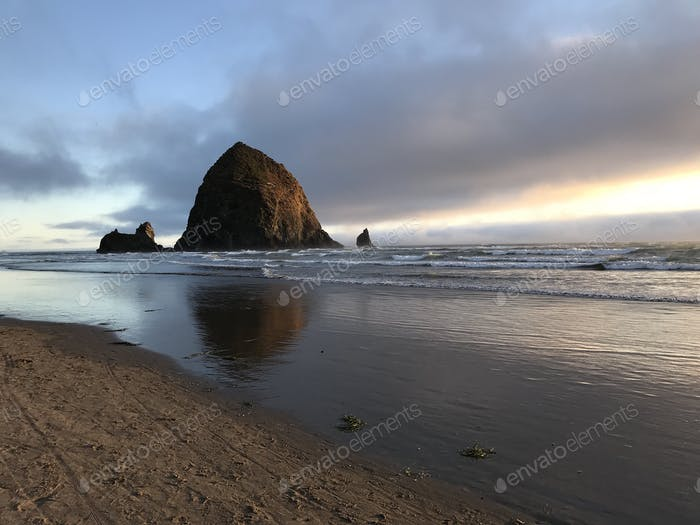 Haystack Rock Beautiful Cannon Beach Oregon
