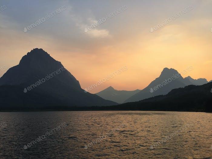 Lago de corriente rápida, Región de muchos glaciares, Montana