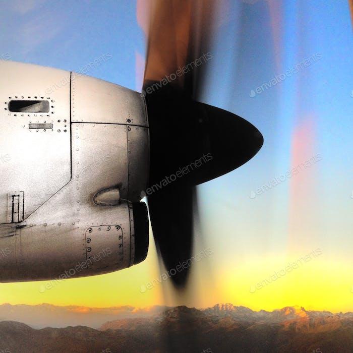 Durch das Flugzeugfenster